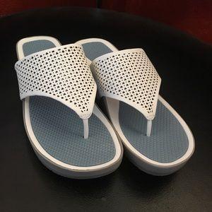 Bare traps women's sandals